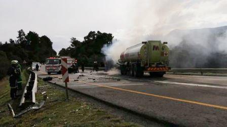 Accident – Man immolates himself on burning petrol tanker